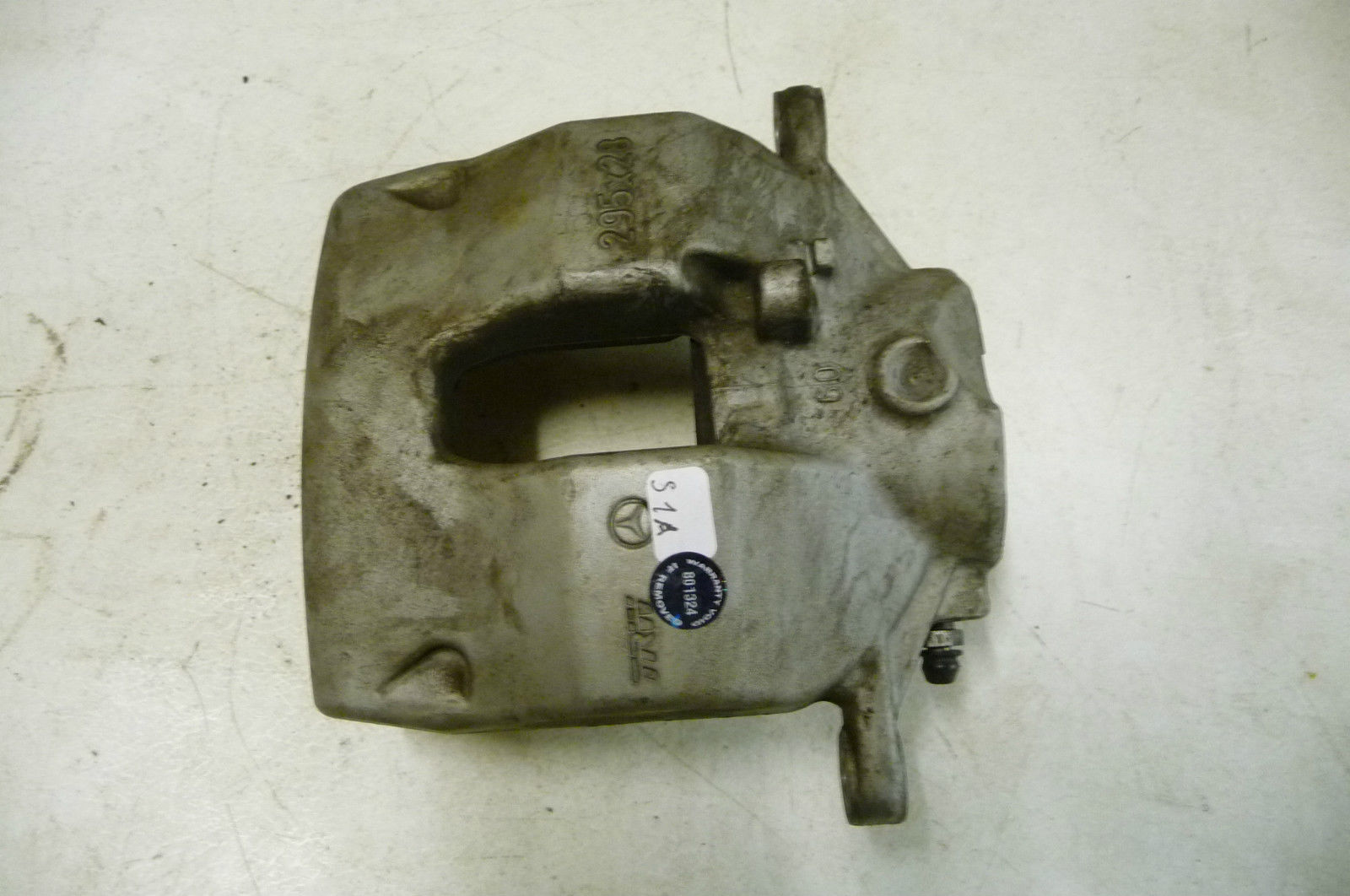 Mercedes Benz Front Wheel Brake Caliper Right without guide sleeve 2044212681 OE