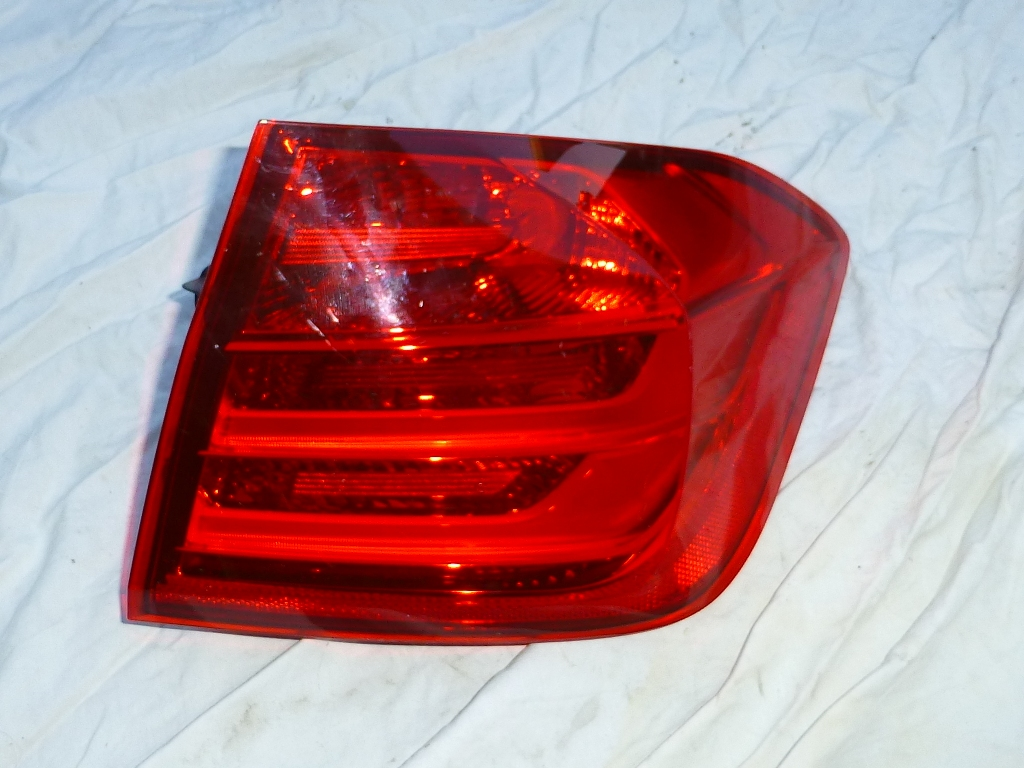 BMW 3 Series Rear Right In The Side Panel Light Taillight Lamp 63217372786 OEM