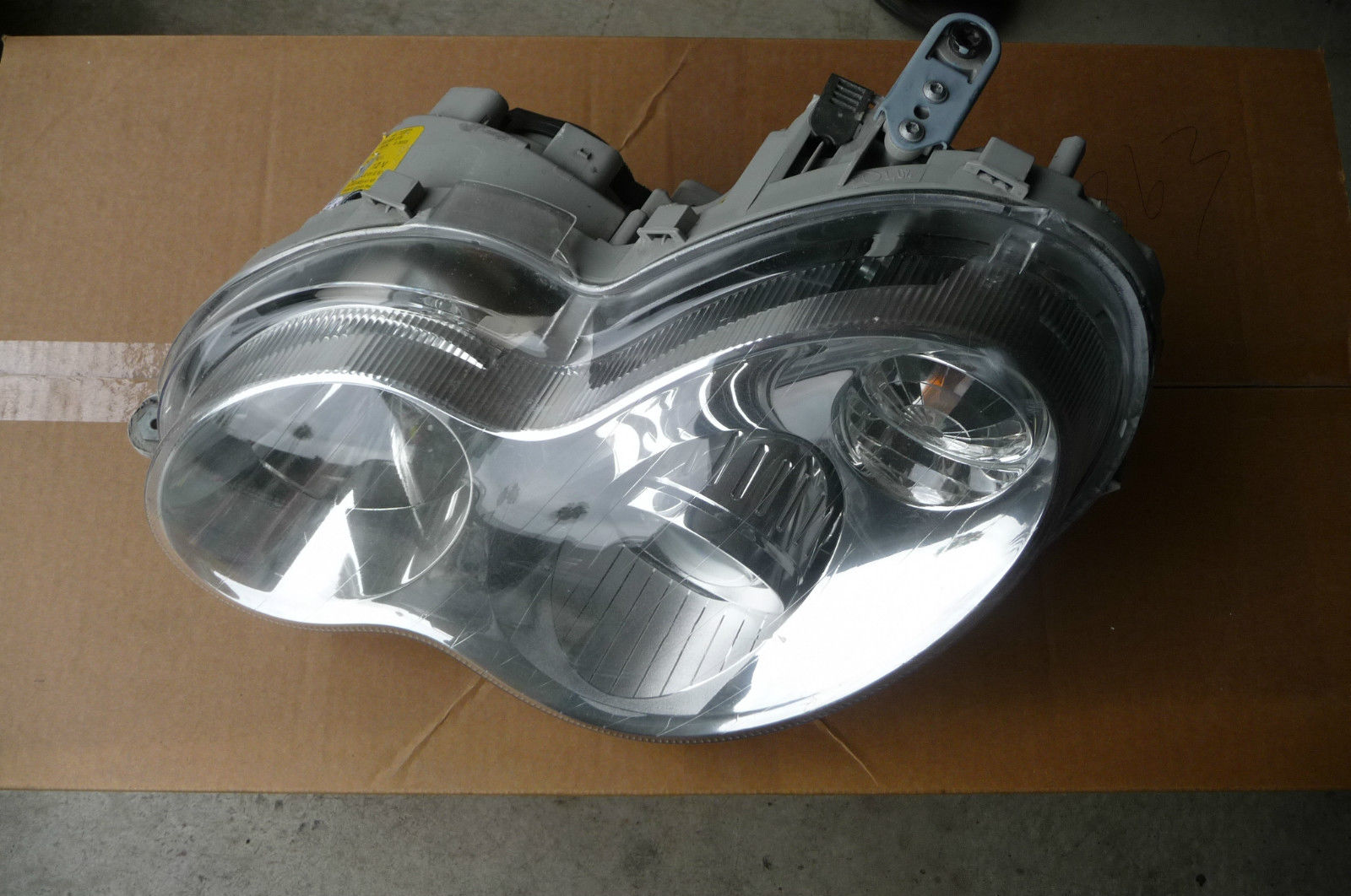 Mercedes Benz W203 C Class XENON Headlight Left LH Driver 2038203959 OEM OE
