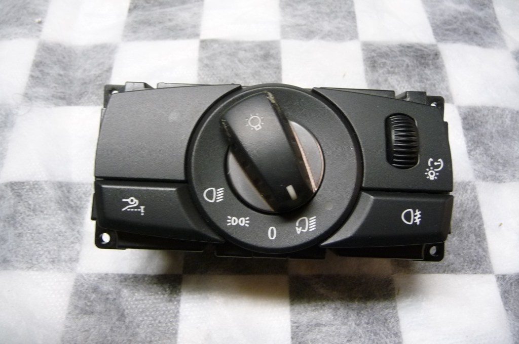 BMW 5 Series Light Headlight Control Element Switch (smashed) 61319134729 OEM OE