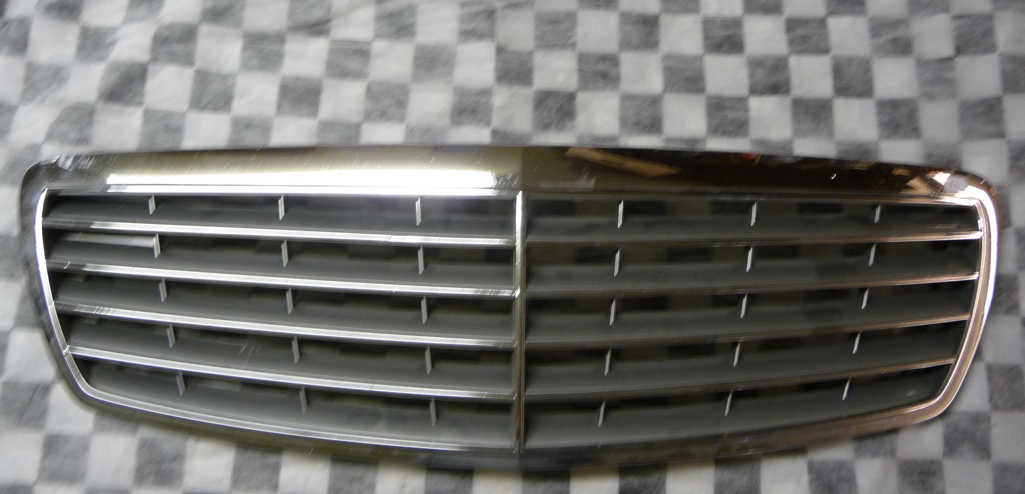 Mercedes Benz E Class E320 E350 W211 Front Radiator Grille Grill 2118800383 OEM