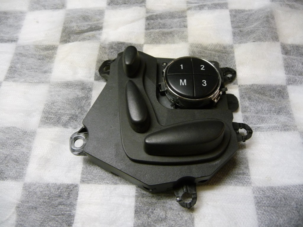 Mercedes Benz E Class CLS Front Left Seat Adjustment Switch A 2118207710 OEM OE