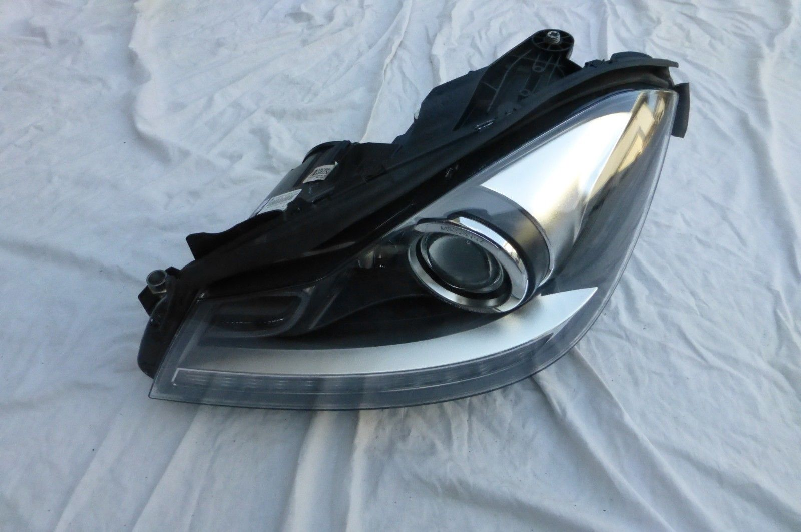 Mercedes Benz C Class W204 Cornering Headlight Headlamp Xenon Left 2048204739 OE