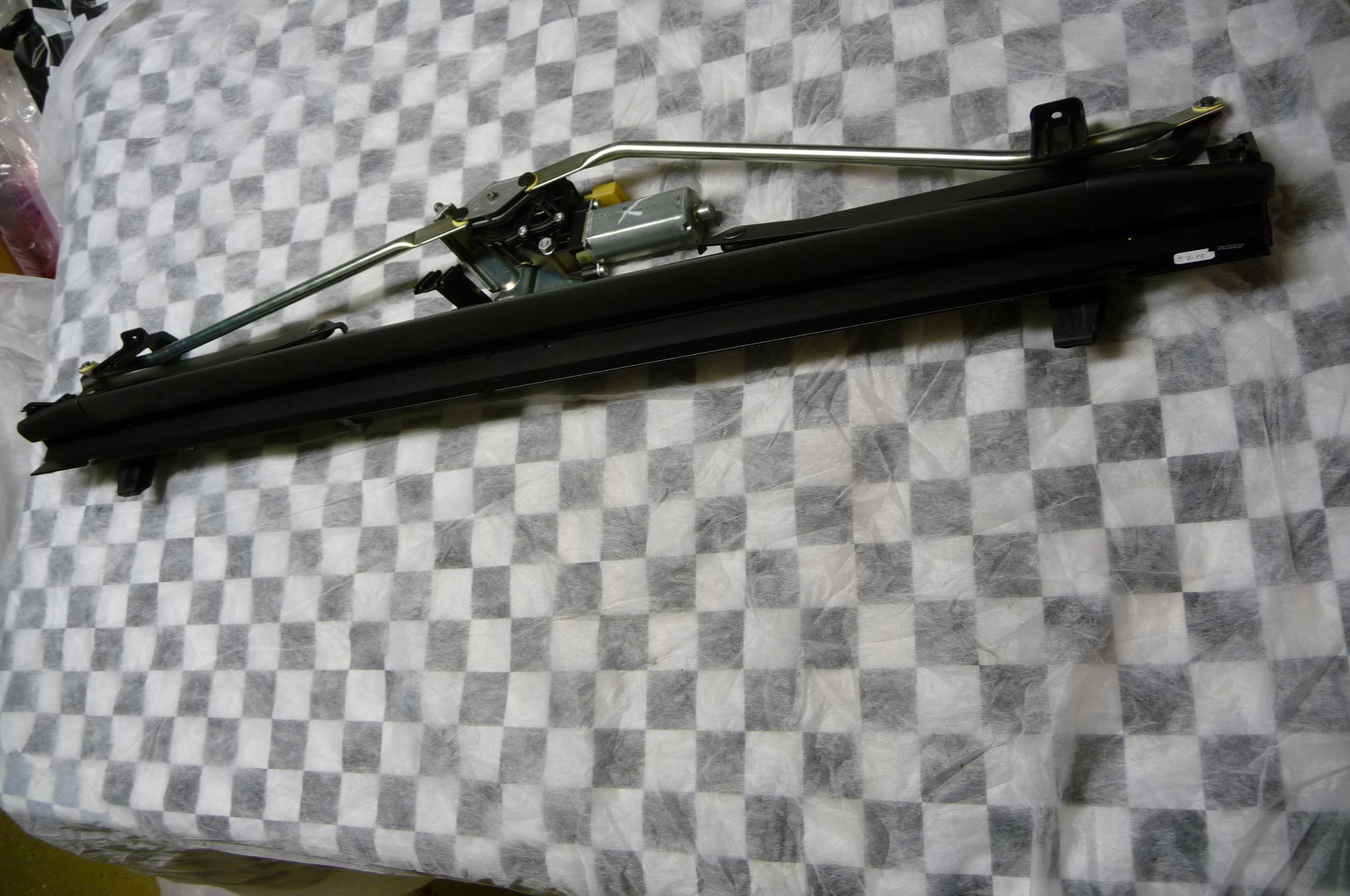 2010 2011 2012 2013 2014 2015 2016 2017 Mercedes Benz C207 E350 E400 E550 Rear Window Sunshade Roller Blind A2078100020 OEM OE