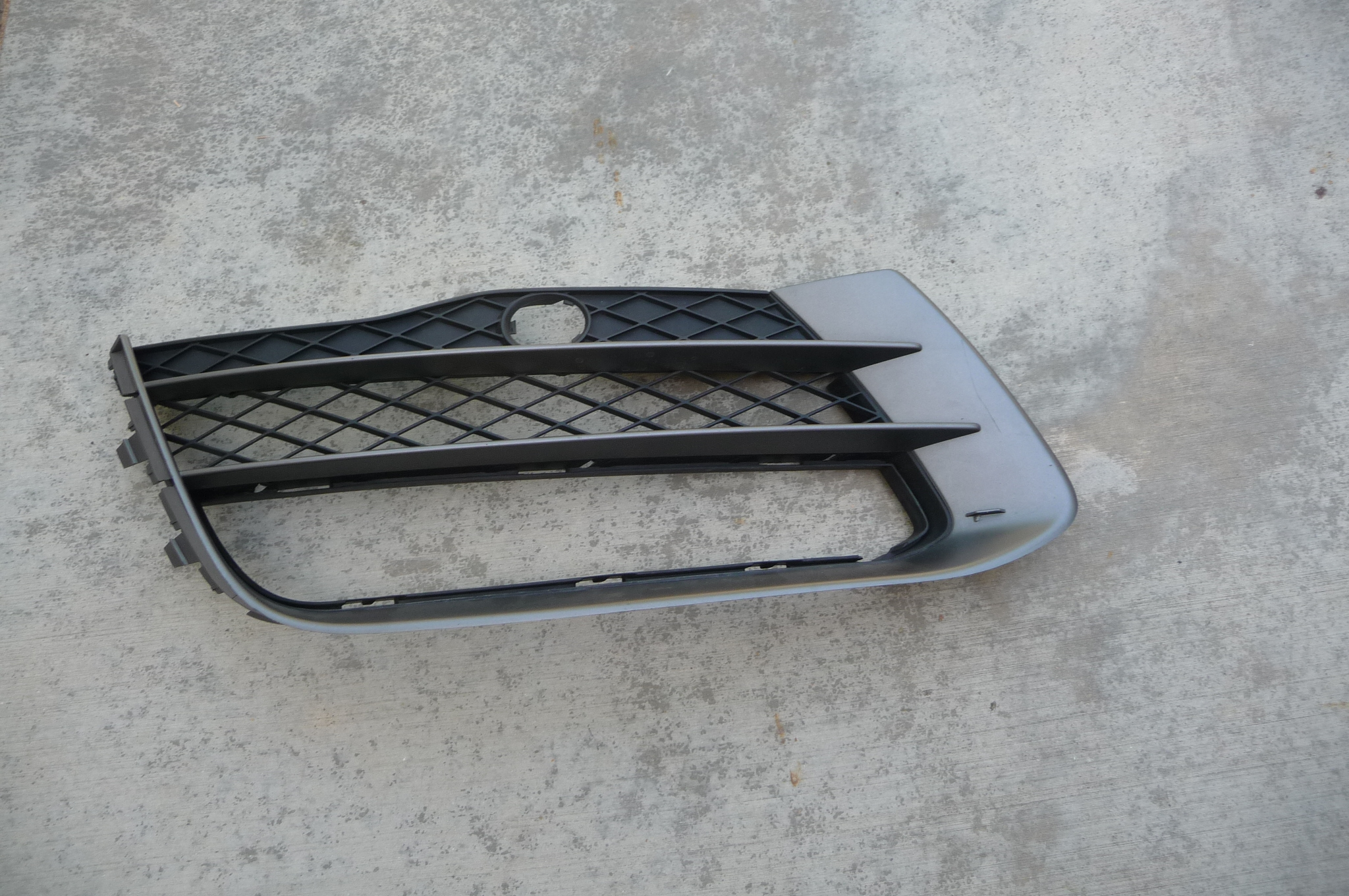 2010-2012 Audi R8 Front Bumper Right Grill Grille (miss.part) 420807684A OEM OE