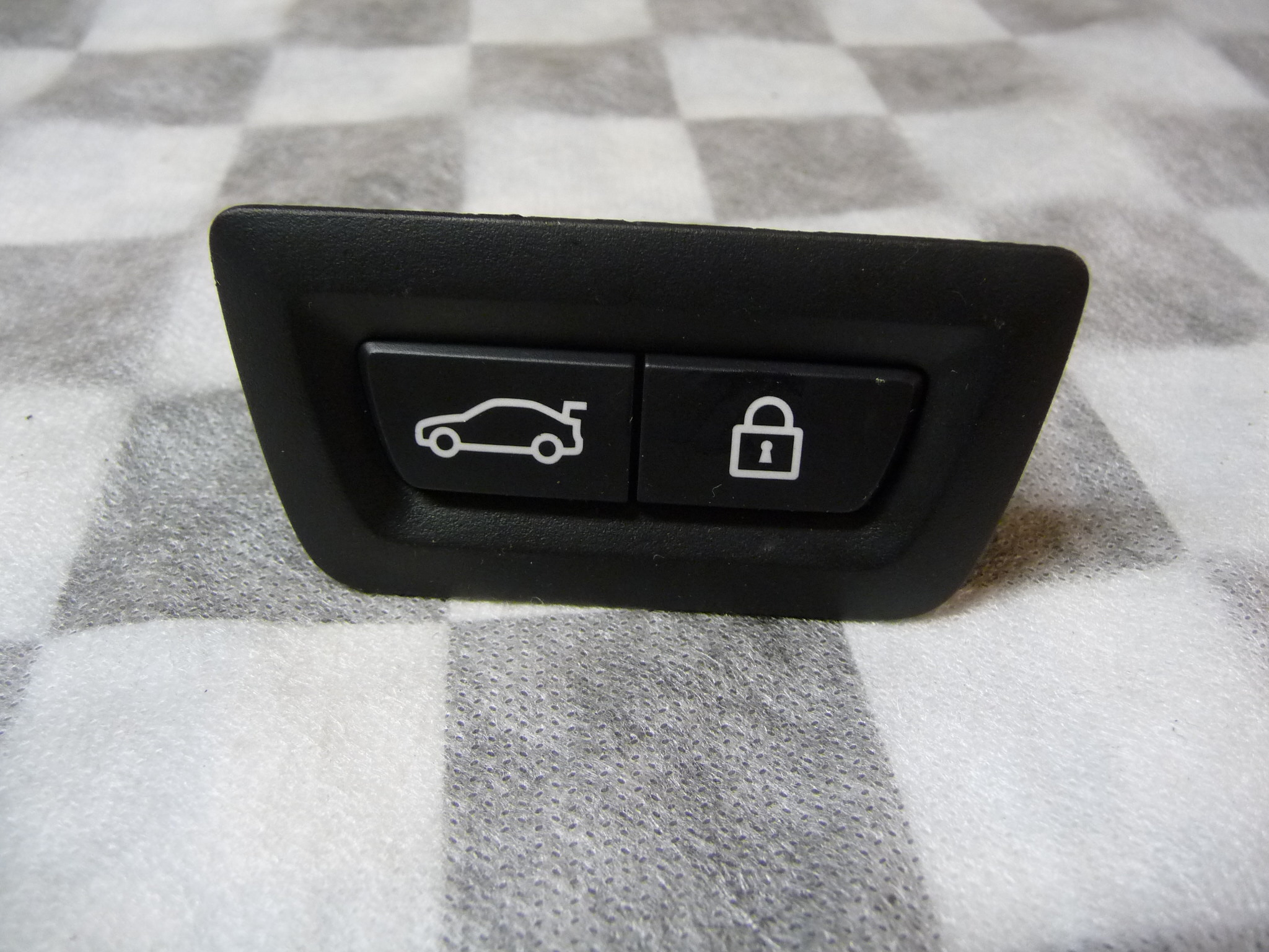 BMW 3 5 6 7 Series X3 X4 X5 X6 Z Trunk Center Central Lock Switch 61319275121 OE