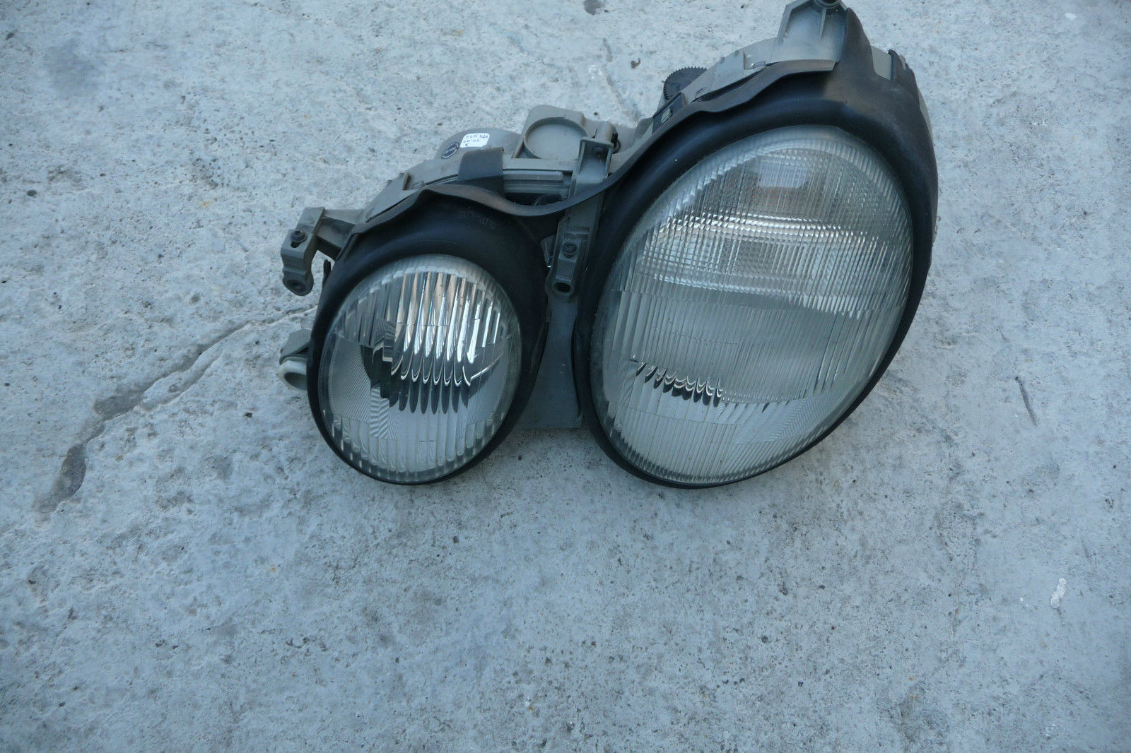 Mercedes Benz CLK Class Left Headlight Assembly  2088200561 OEM  OE