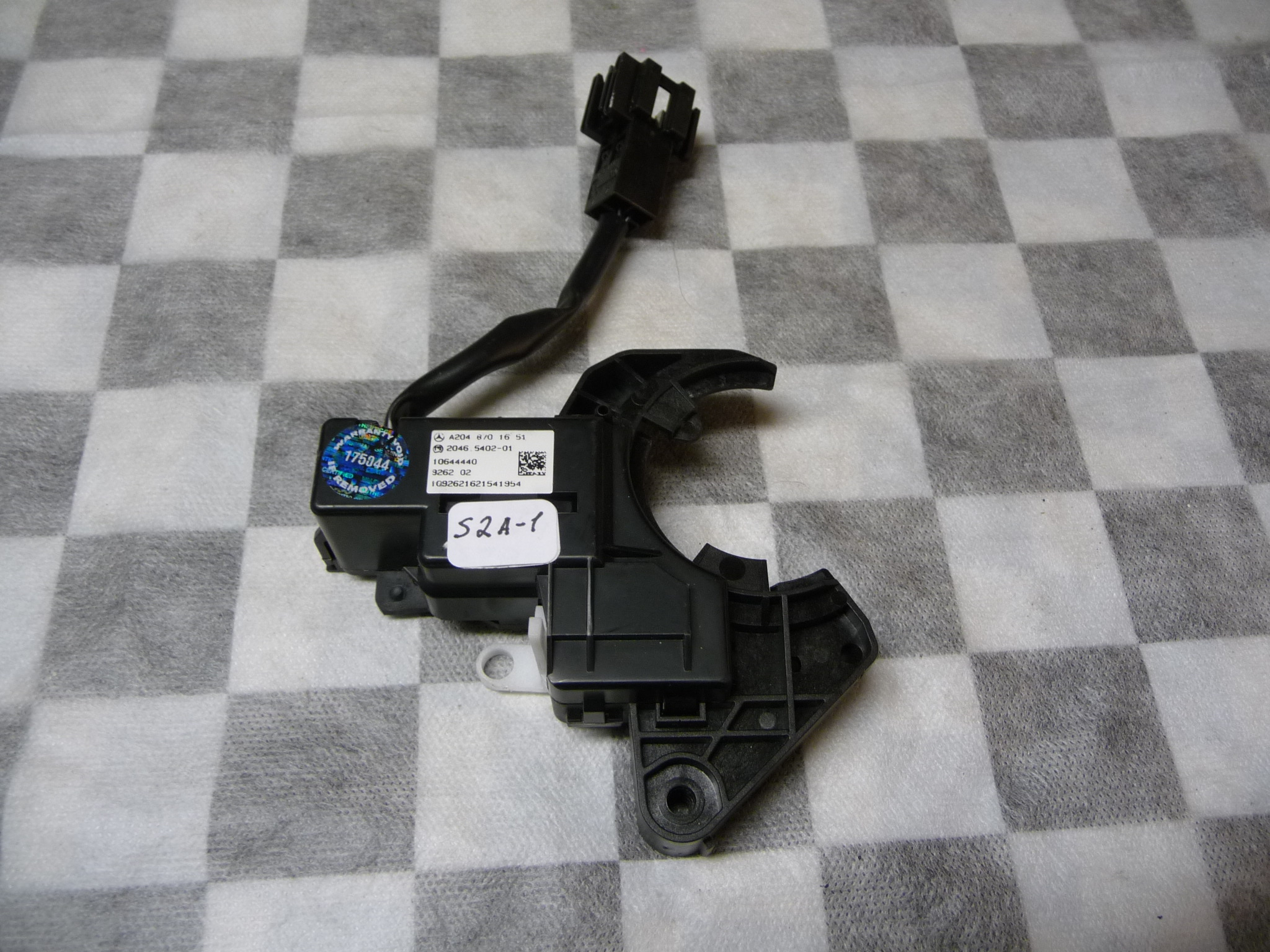 2010 2011 2012 2013 2014 2015 2016 2017 Mercedes Benz W204 C250 C350 E350 E550 Front Right Seat Back Lock A2048701651 OEM OE
