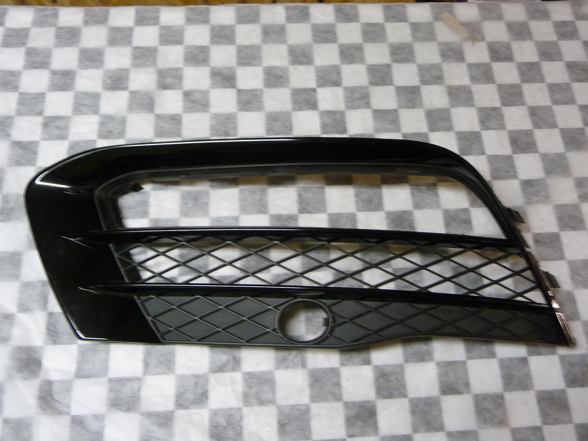 2010-2012 Audi R8 Front Bumper Right Grill Grille 420807684A OEM OE Cond. B