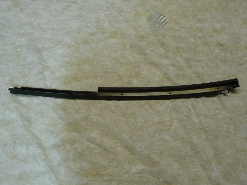 2000 2001 2002 2003 2004 2005 2006 2007 BMW 3 Series Interior Body Trim Panel Covering Right Black 51718220048 OEM OE