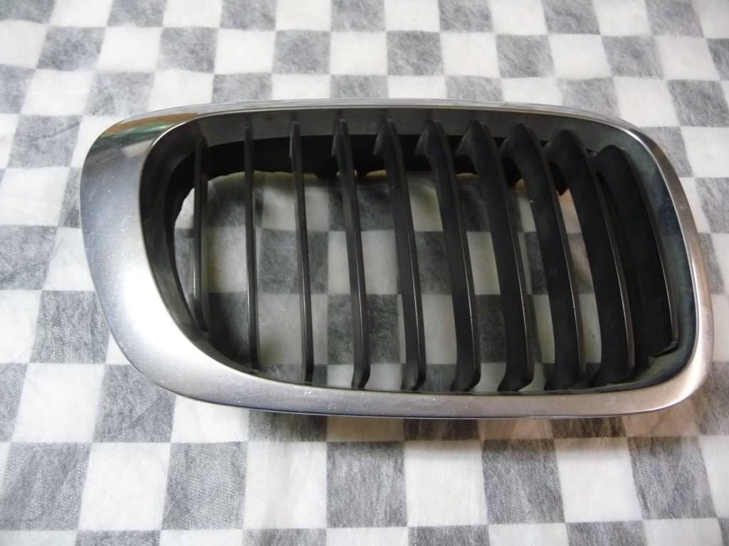 BMW 3 Series Coupe Convertible Front Right Grille Kidney 51138208668 OEM A1