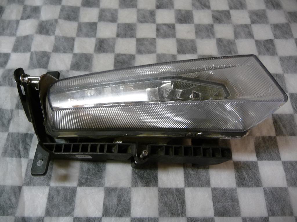 BMW Z4 E85 E86 Front Right Passenger Side Fog Light 63177162740 OEM A1
