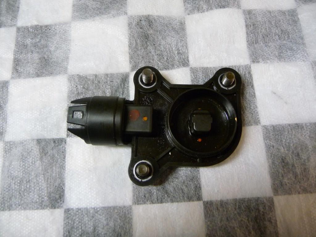 2006 2007 2008 2009 2010 2011 2012 2013 BMW E82 E88 E90 E91 E92 E93 E60 E61 128i 328i 525i X3 X5 Z4 Eccentric Shaft Sensor 11377524879 OEM A1