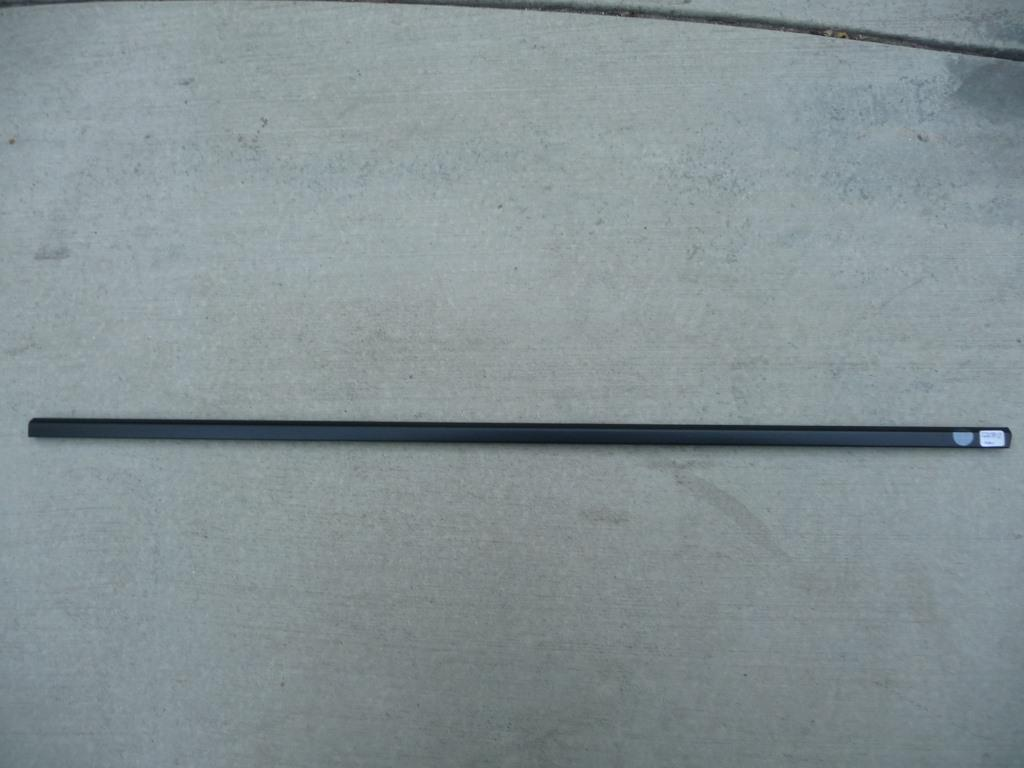 2004 2005 2006 2007 2008 2009 2010 BMW E60 E61 525i 528i 530i 550i M5 Front Left Driver Door Belt Moulding 51217135161 OEM A1