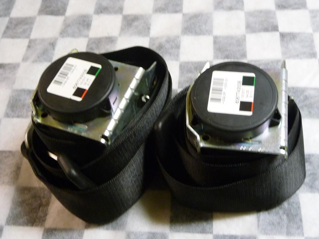 Mercedes Benz W906 Sprinter 2500 Seat Belt & Retractor A9068602285 OEM OE