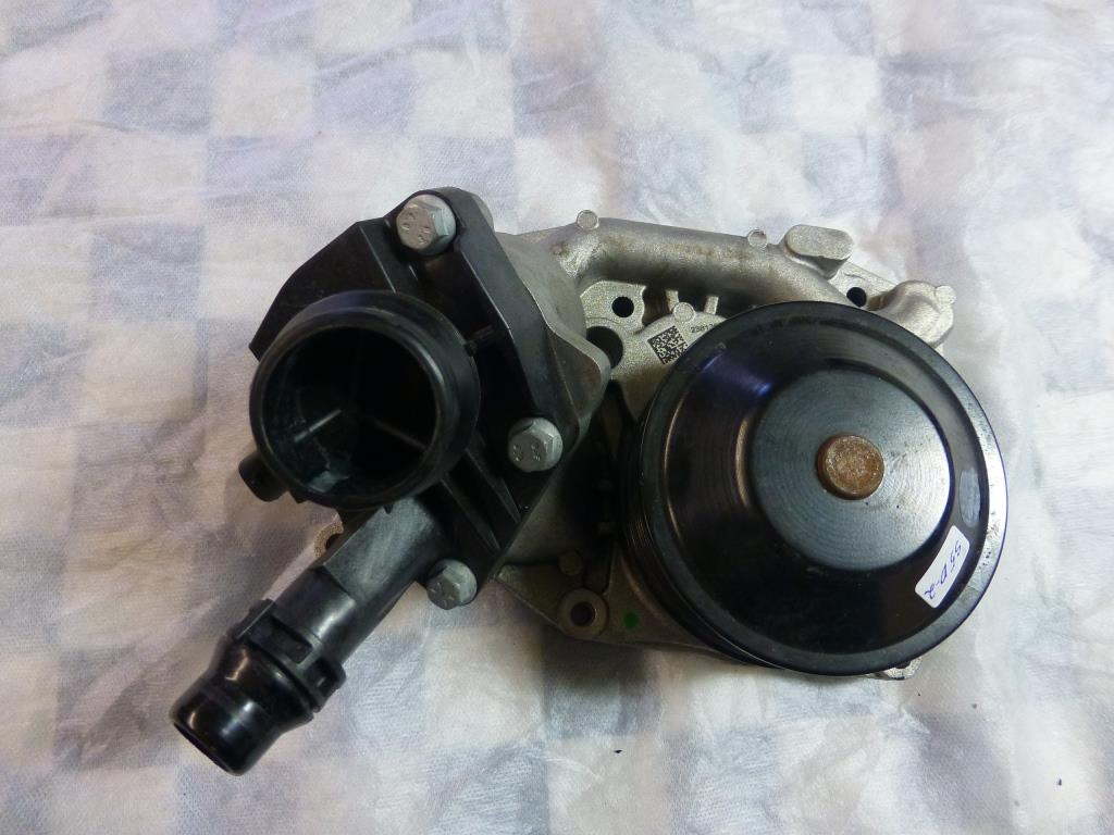 2014 2015 2016 2017 BMW i8 Water Pump, Coolant Pump With Thermostat 11517643930 OEM A1
