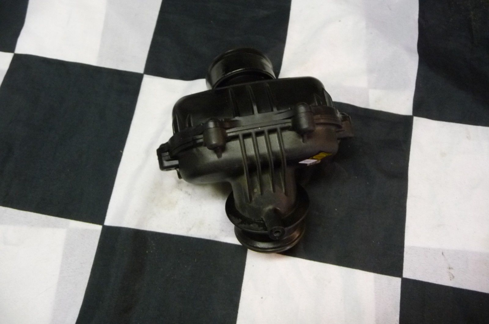Mercedes Benz Sprinter 2500 3500 Engine Air Intake Resonator A 6421403187 OEM OE