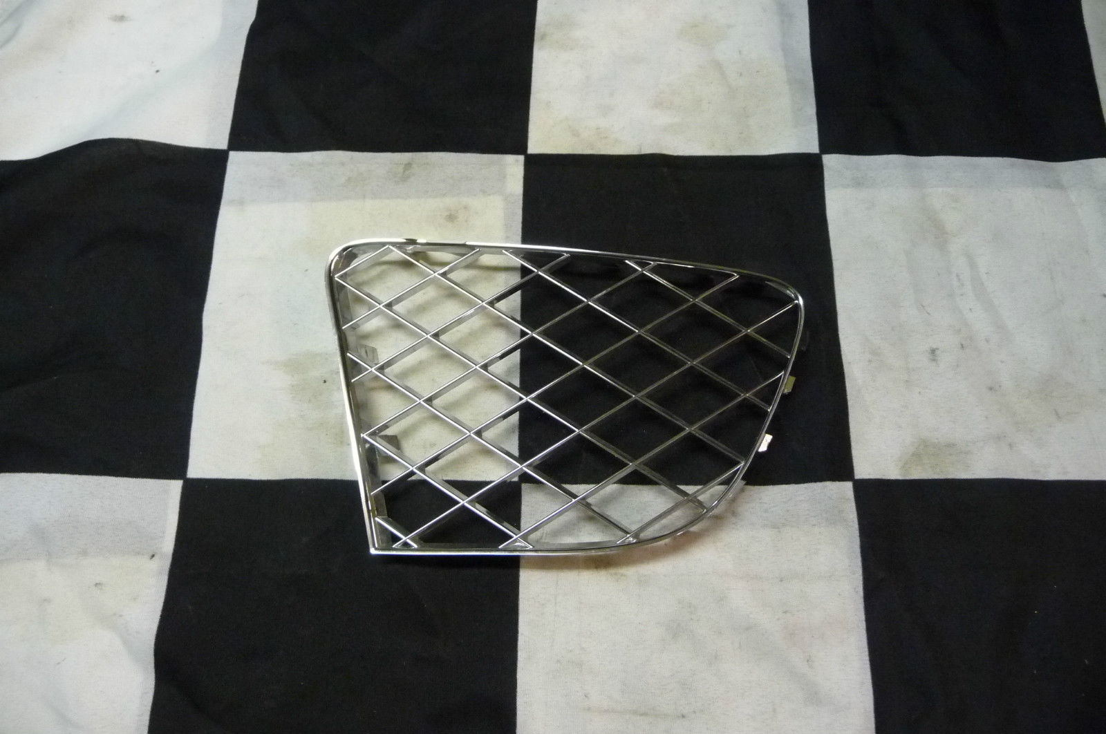 BENTLEY GT GTC W12 Bumper Grille Grill Front Right Passenger Chrome 3W3807684JU - Used Auto Parts Store | LA Global Parts