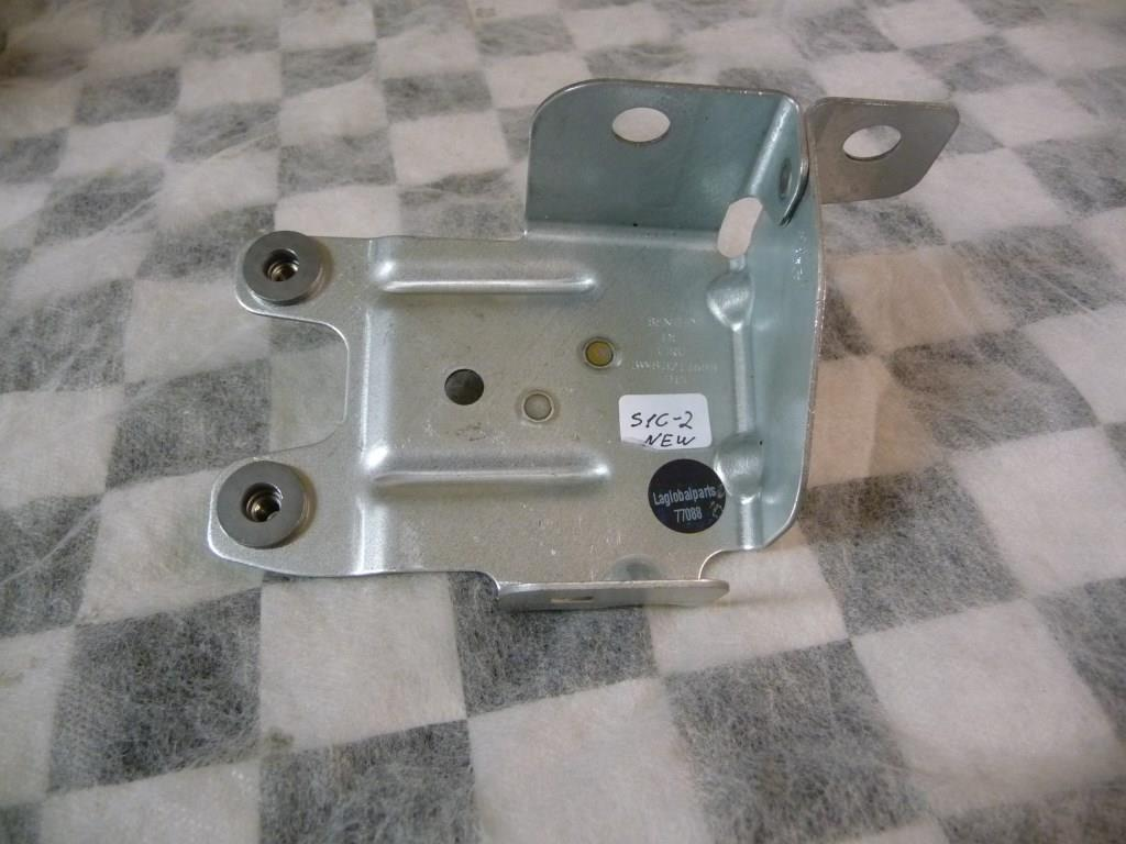 2012 2013 2014 2015 2016 2017 Bentley Continental GT GTC Front Right RH Fender Bracket 3W8821168B OEM A1