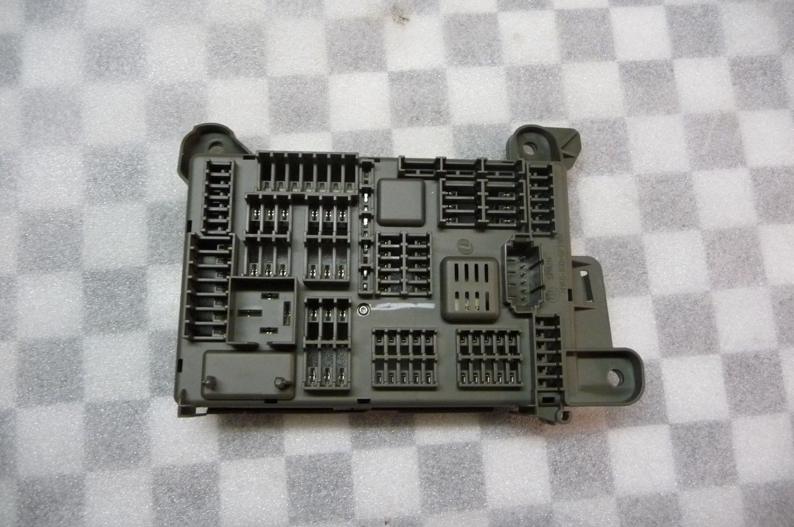BMW X5 X6 Rear Fuse Housing Power Distribution Box 61146931687 OEM OE