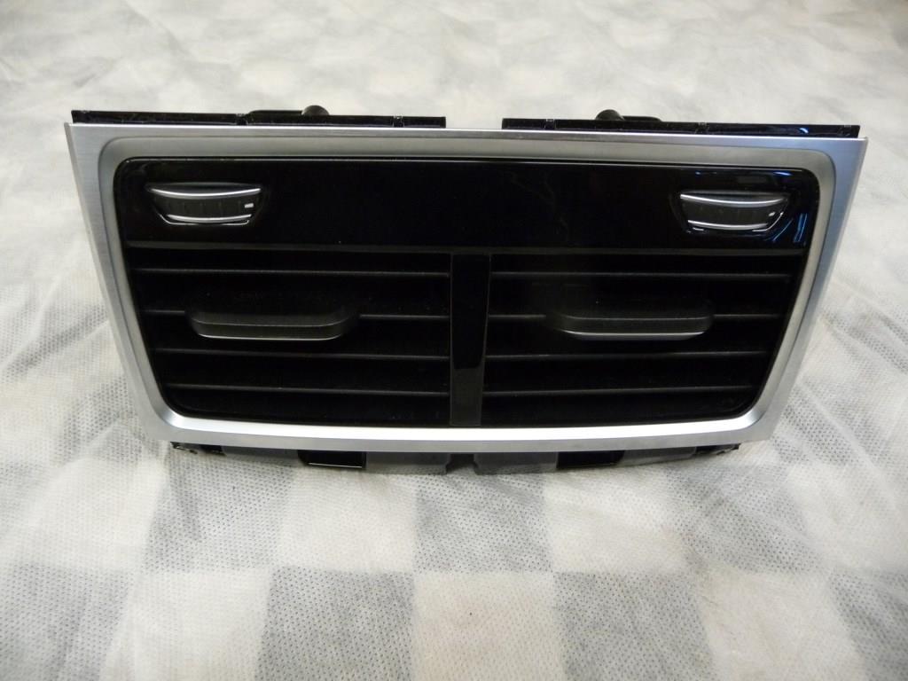 BMW 7 Series Fresh Air Grille Rear Room 64229301745 OEM A1
