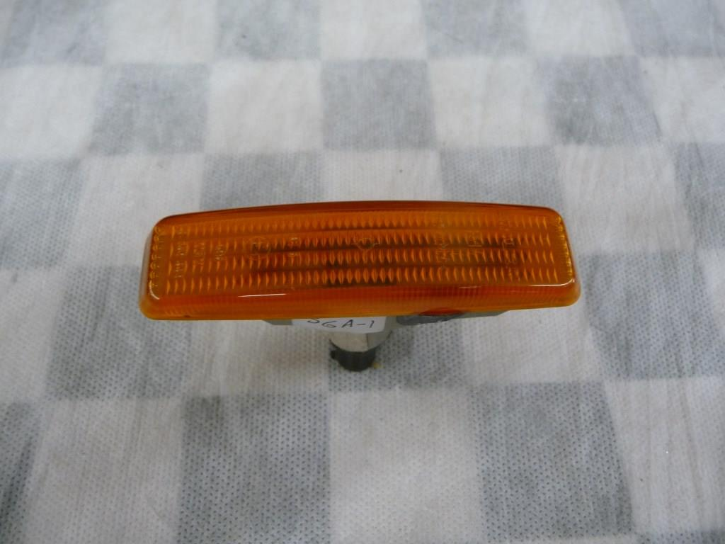 1997 1998 1999 2000 2001 2002 2003 BMW E39 525i 528i 530i 540i M5 Front Additional Turn Indicator Lamp 63148360589 OEM A1