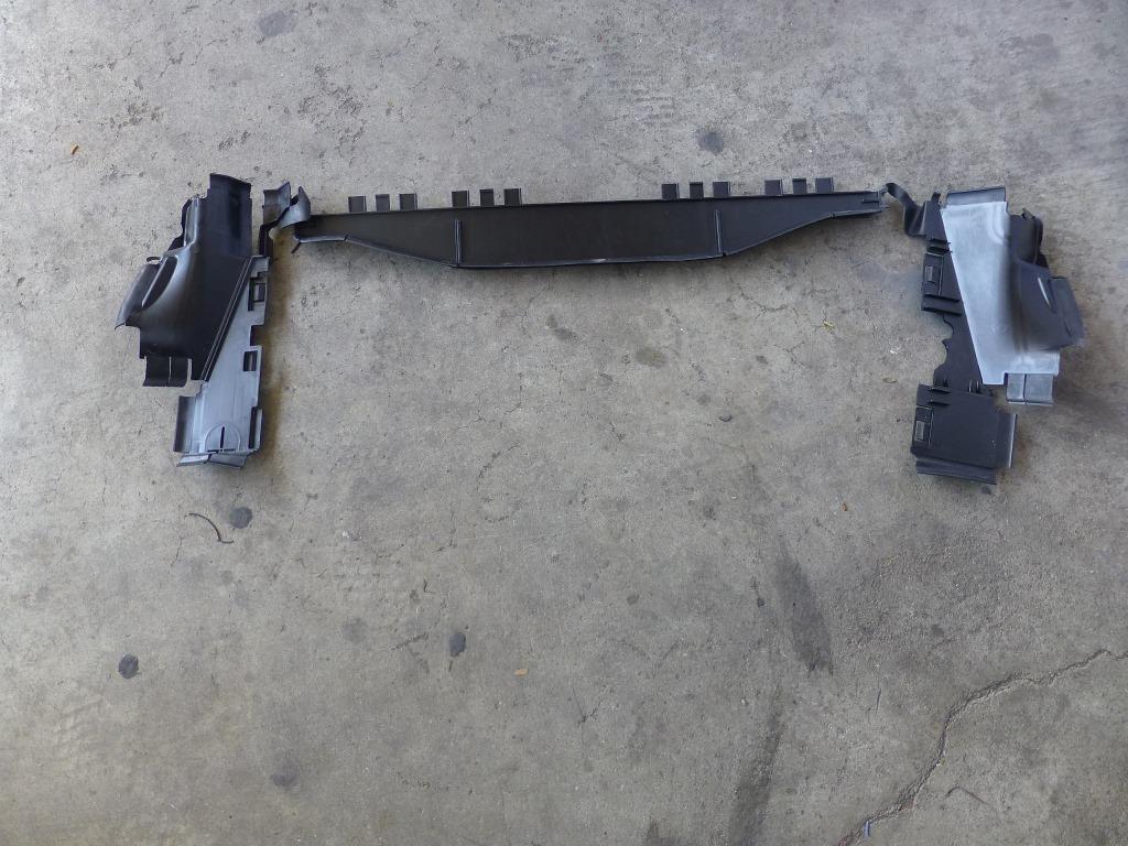 Mercedes Benz E350 Radiator Upper Baffle A2125051430 OEM A1