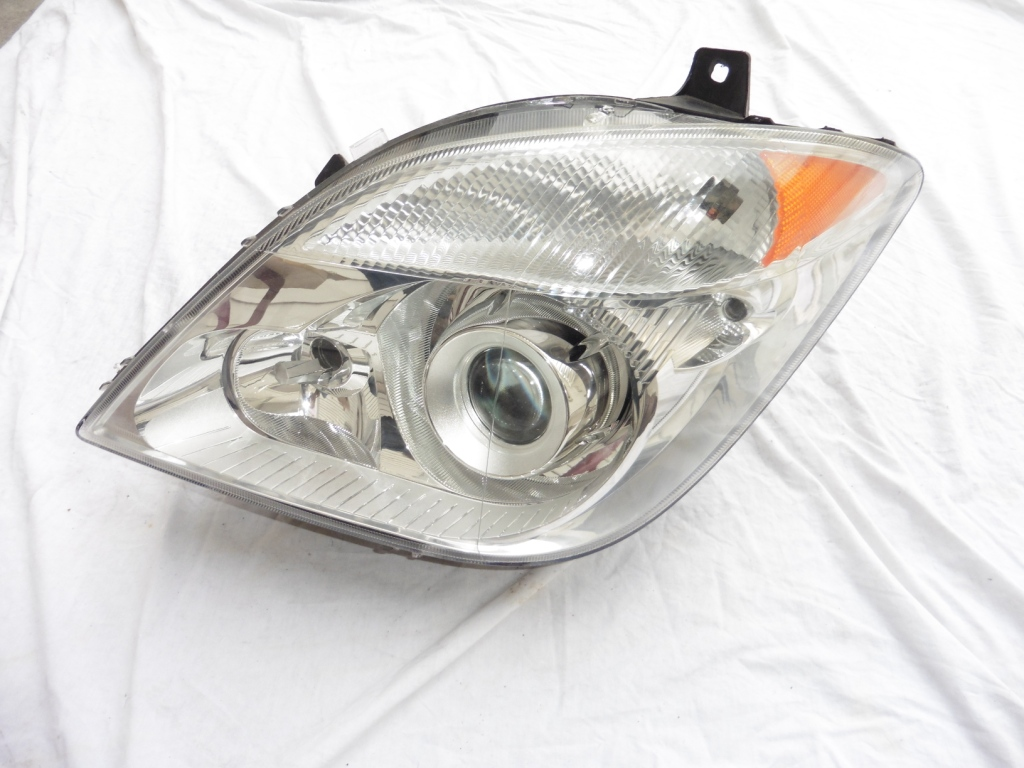 2010 2011 2012 2013 2014 2015 2016 2017 Mercedes Benz Sprinter 2500 3500 Left Xenon Headlight Assembly 9068202061 OEM