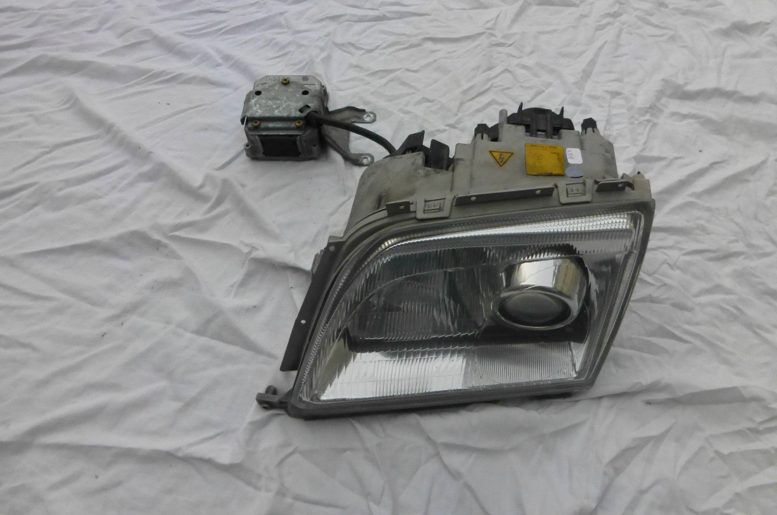 Mercedes Benz SL Class Headlight Left Driver Xenon BOSCH A 1298208761 OEM OE