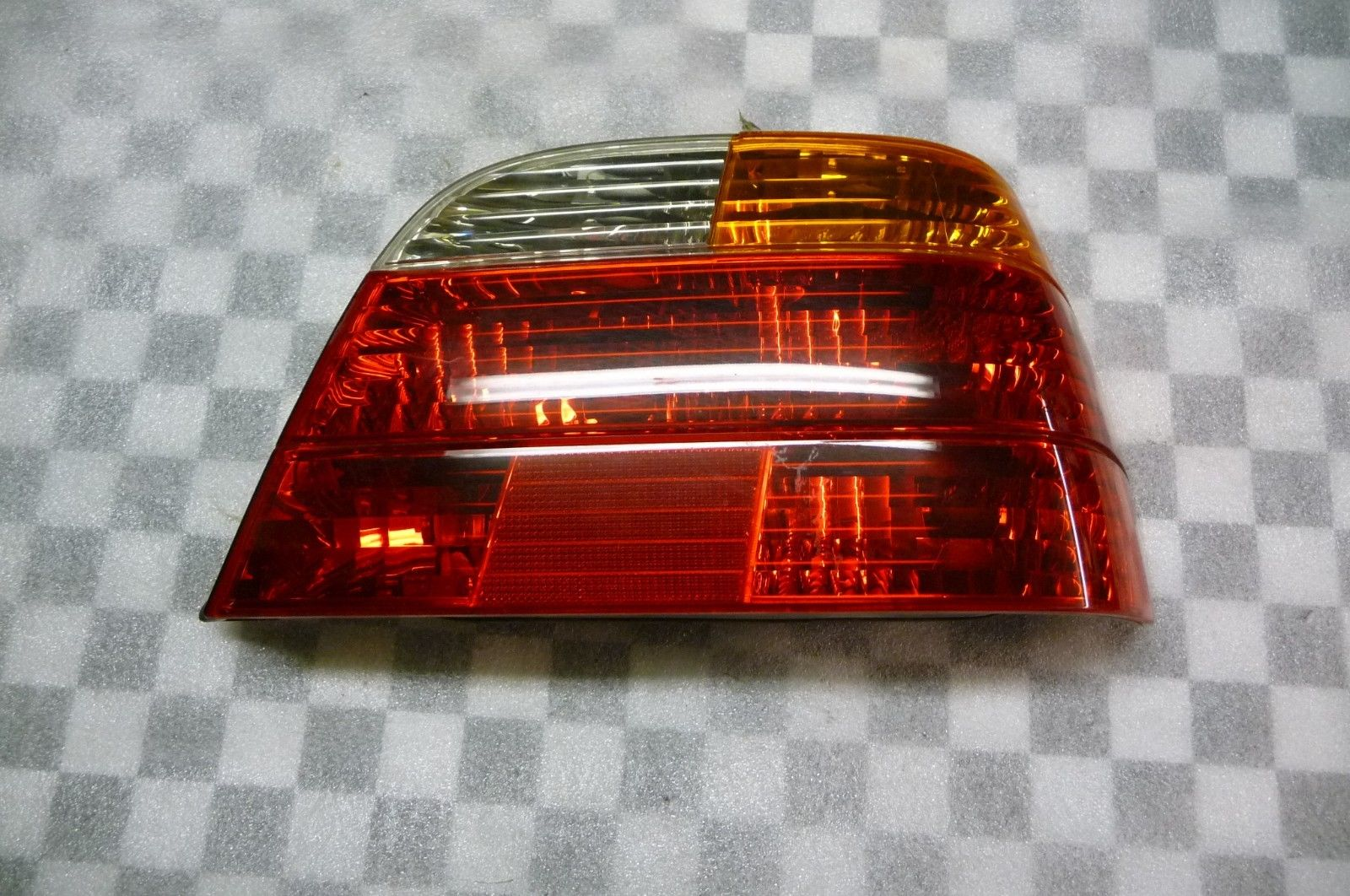 BMW 7 Series Rear Right Taillight Tail Light Lamp Yellow Turn Signal 63218381250