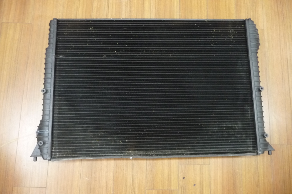 2012 2013 2014 2015 2016 Bentley Continental GT GTC Engine Radiator Cooler for Coolant 3W0121253C OEM