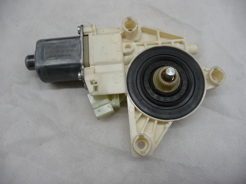 2008 2009 2010 2011 2012 2013 2014 2015 Mercedes Benz W204 C250 C300 C350 E350 E550 GLK250 GLK350 Front Right Passenger Window Motor Regulator A 2048200242 OEM