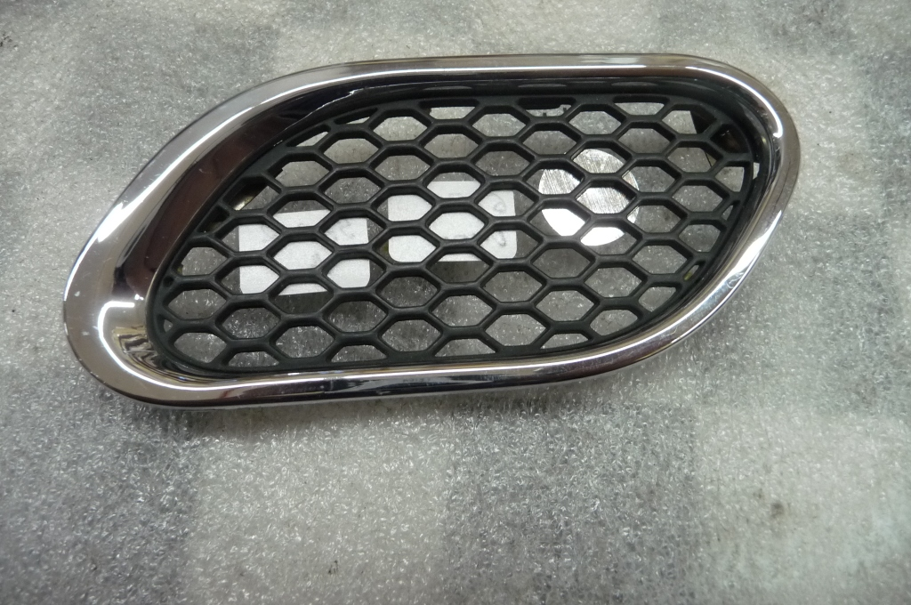 2005 2006 2007 2008 2009 2010 2011 Maserati Quattroporte Right Front RH Lateral Air Outlet / Fender Grille 67570400 OEM OE