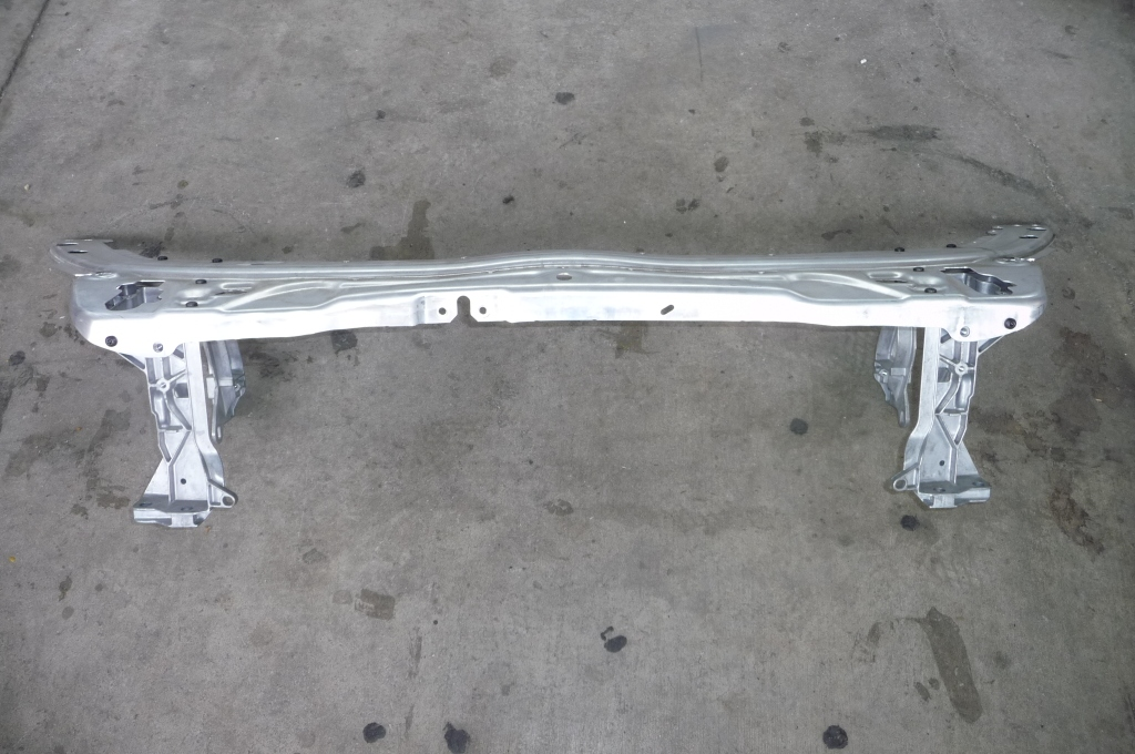Mercedes Benz C Class W205 Upper Radiator Support Assembly 2056201734 OEM OE