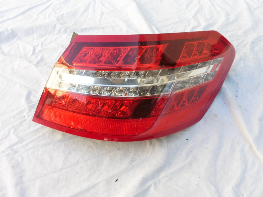 2010 2011 2012 2013 Mercedes Benz E350 W212 Sedan Rear Right Outer Taillight 2129067101 OEM