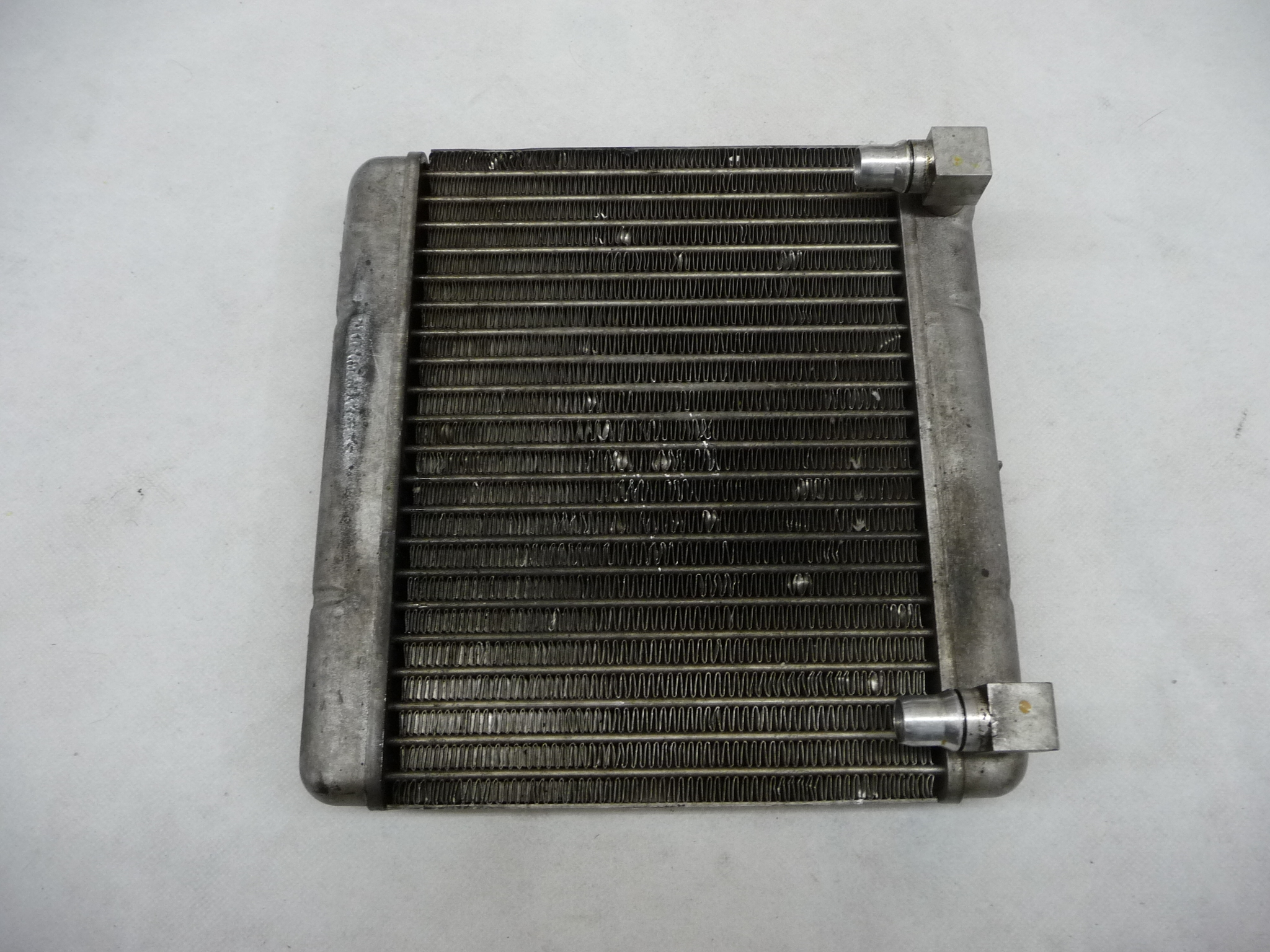 2009 2010 2011 2012 2013 2014 2015 2016 2017 BMW F01 F02 750i 750Li Engine Oil Cooler Radiator 17217570103 OEM OE