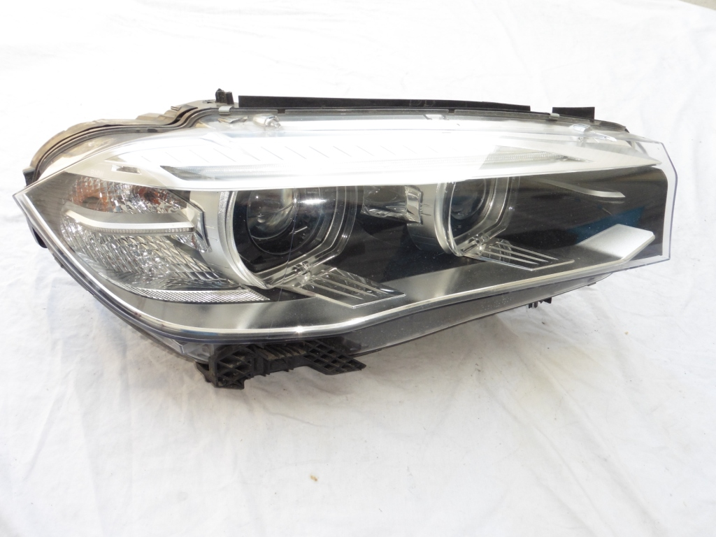BMW F15 X5 Genuine Right Passenger Xenon Headlight 7460618 OEM For Parts