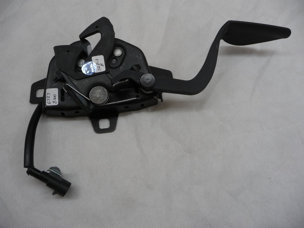 2008 2009 2010 2011 2012 Maserati Quattroporte Granturismo Hood Bonnet Latch Lock 67278100 (Rubber plate on the hook) OEM