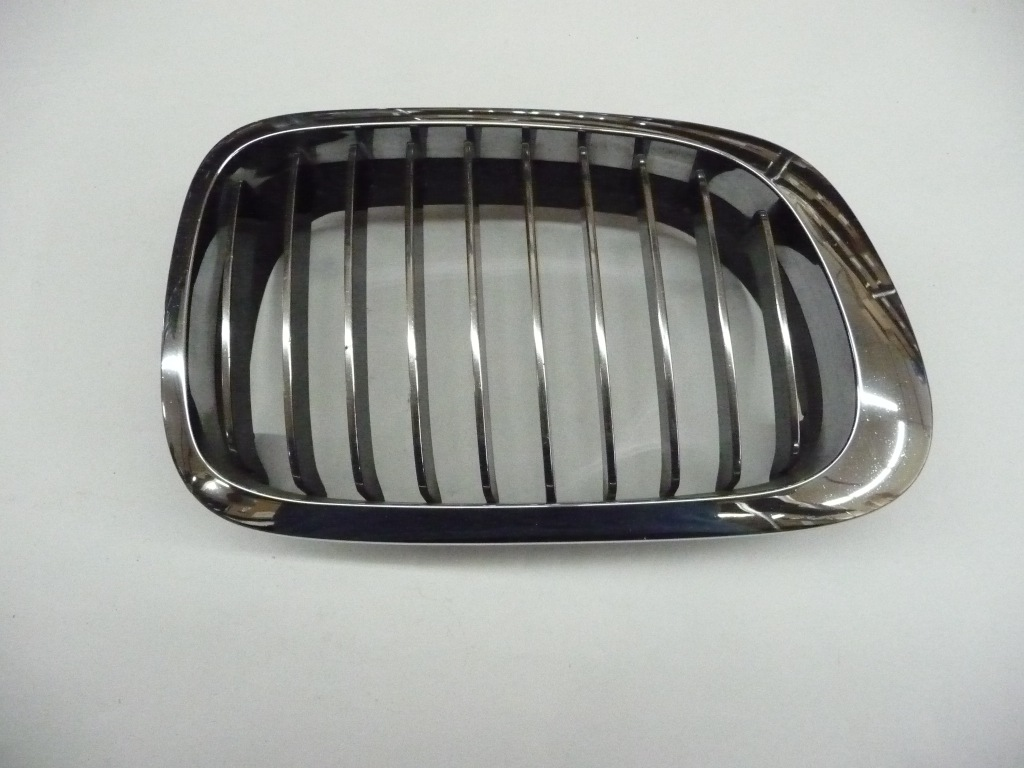 2000 2001 2002 2003 2004 2005 2006 BMW E46 323Ci 325Ci 330Ci M3 Front Right Passenger Side Kidney Grille 51138208672 ; 51138208686 OEM OE
