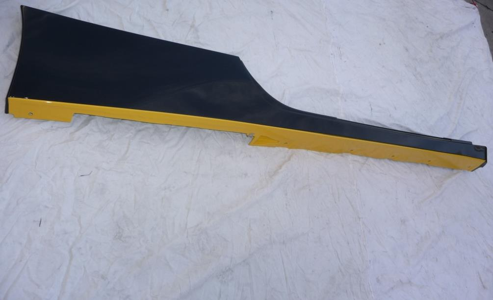 2010 2011 2012 2013 2014 Ferrari 458 Italia Spider Right Underdoor Rocker Molding Trim 83243210; 81361500 OEM OE