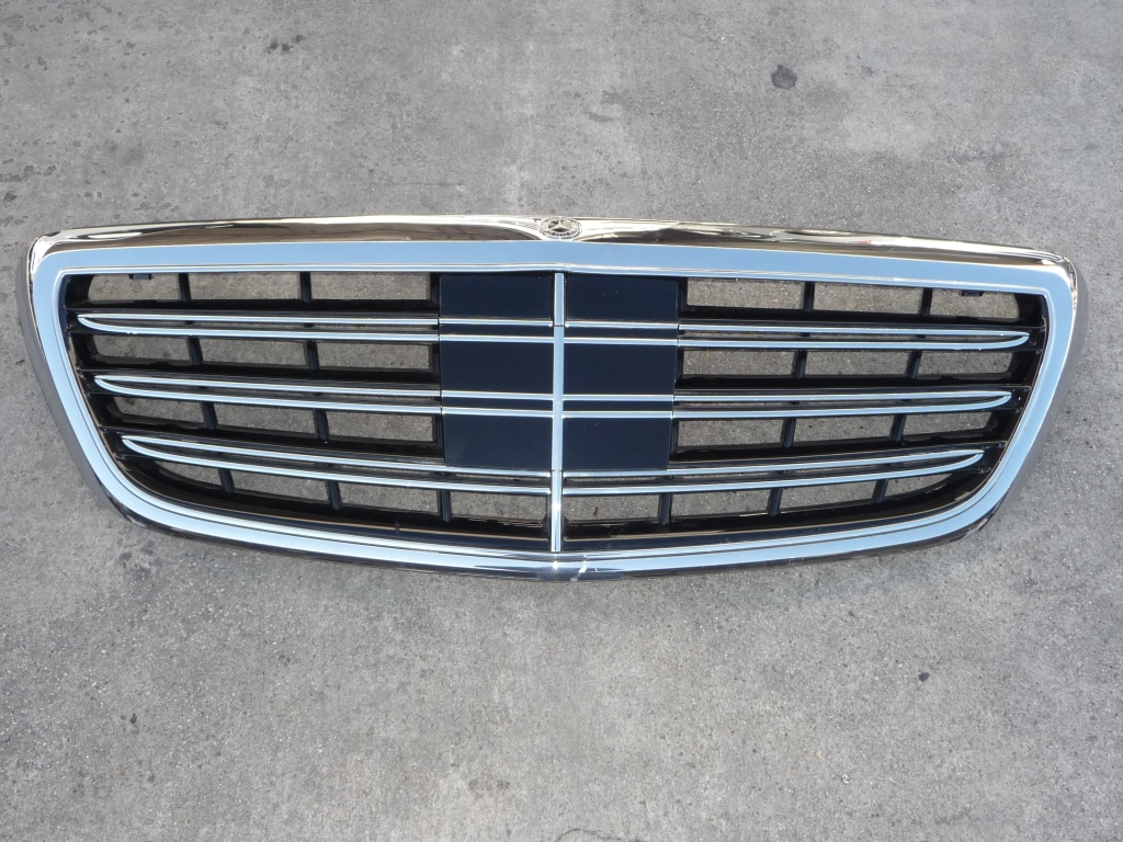 2018 Mercedes Benz W222 S450 S560 Front Radiator Grille A2228802500 OEM A1