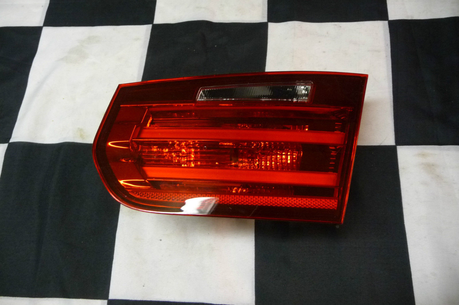 2012 2013 2014 2015 BMW F30 F31 320i 328i 335i Rear Right Light Taillight in Trunk Lid 63217313056; 63217259916; 63217372794 OEM OE