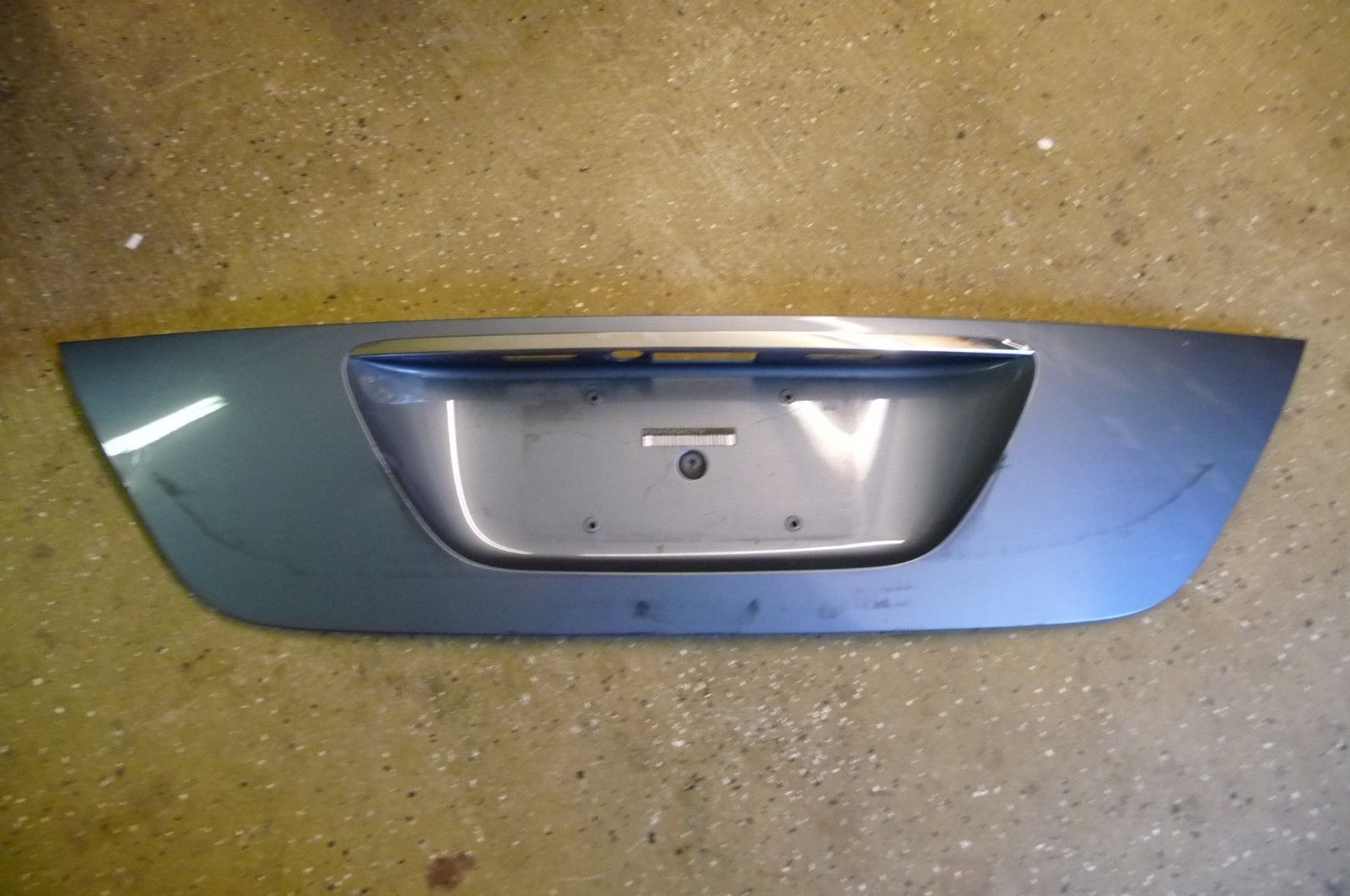Mercedes Benz E Class Trunk Lid Panel Number Plate Recess Insert A 2117500337