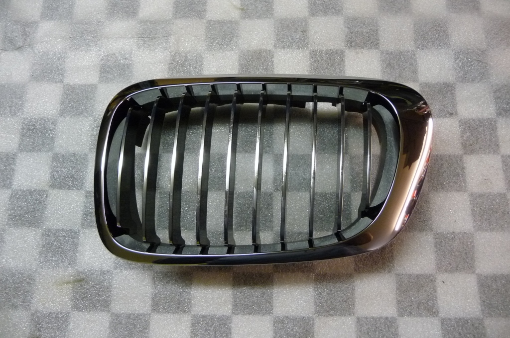 BMW 3 Series Coupe Convertible Front Right Grill Grille Kidney 51138208686 OEM