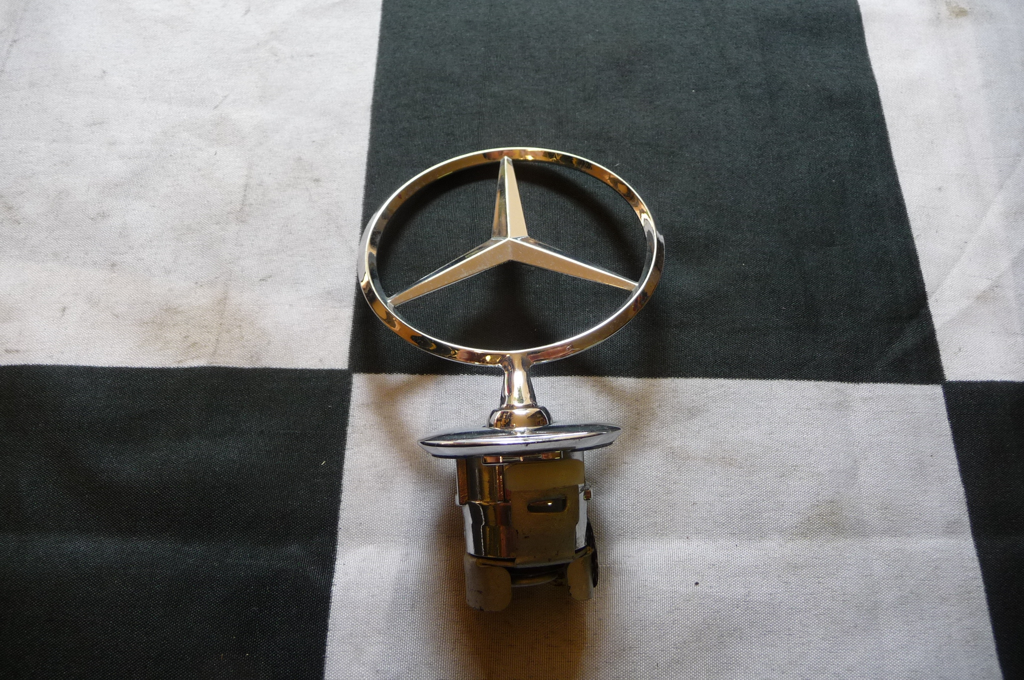 Mercedes Benz W210 C E S CLK Front On Hood Star Emblem Logo **NEW** A 2108800186