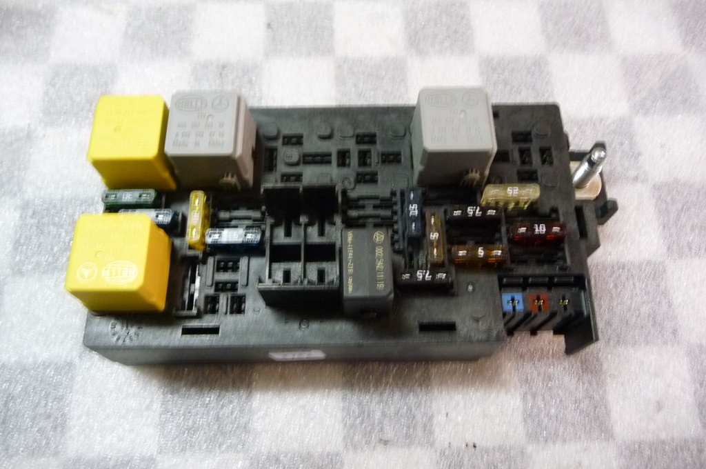 Mercedes Benz R ML Electrical System Fuse Relay Housing Box A 1645403872 OEM