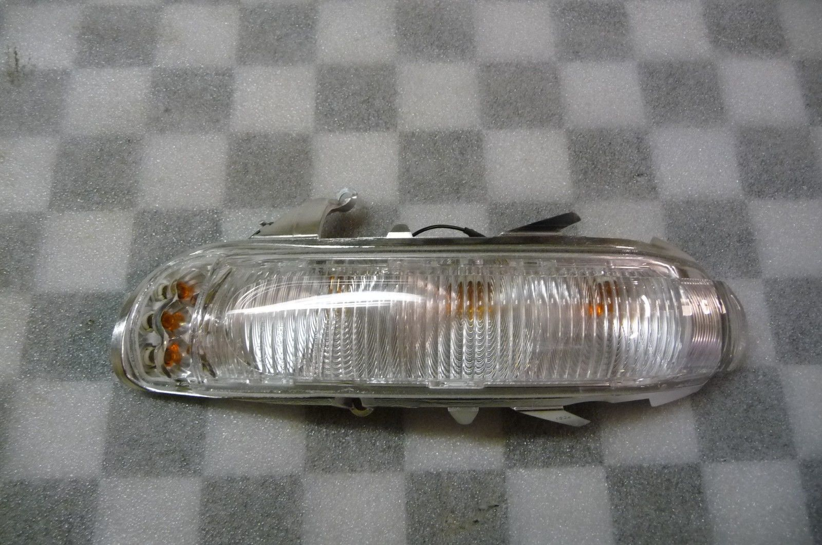 2001 2002 2003 2004 Mercedes Benz R170 SLK230 SLK320 Front Left Outside Rear View Mirror Blinker Lamp Turn Signal Light A 1708201721