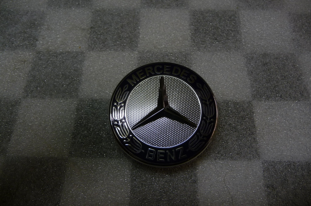 Mercedes Benz C Class Engine Hood Badge Logo Star Emblem Sign A 2048170616 OEM