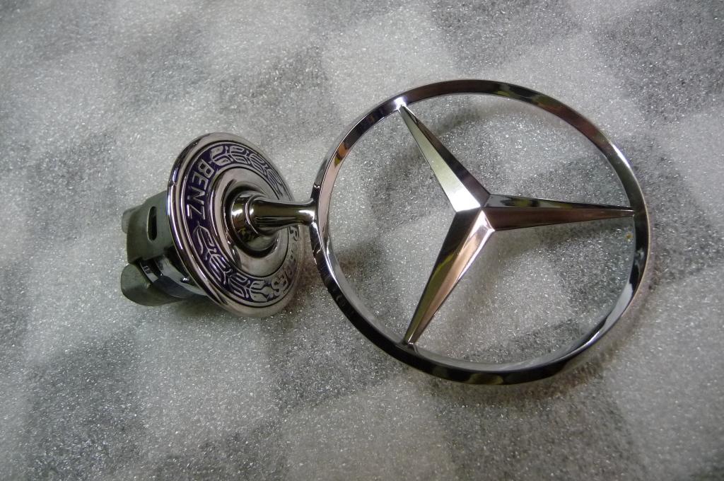 Mercedes Benz W210 C E S CLK Front On Hood Star Emblem Logo  A 2108800186