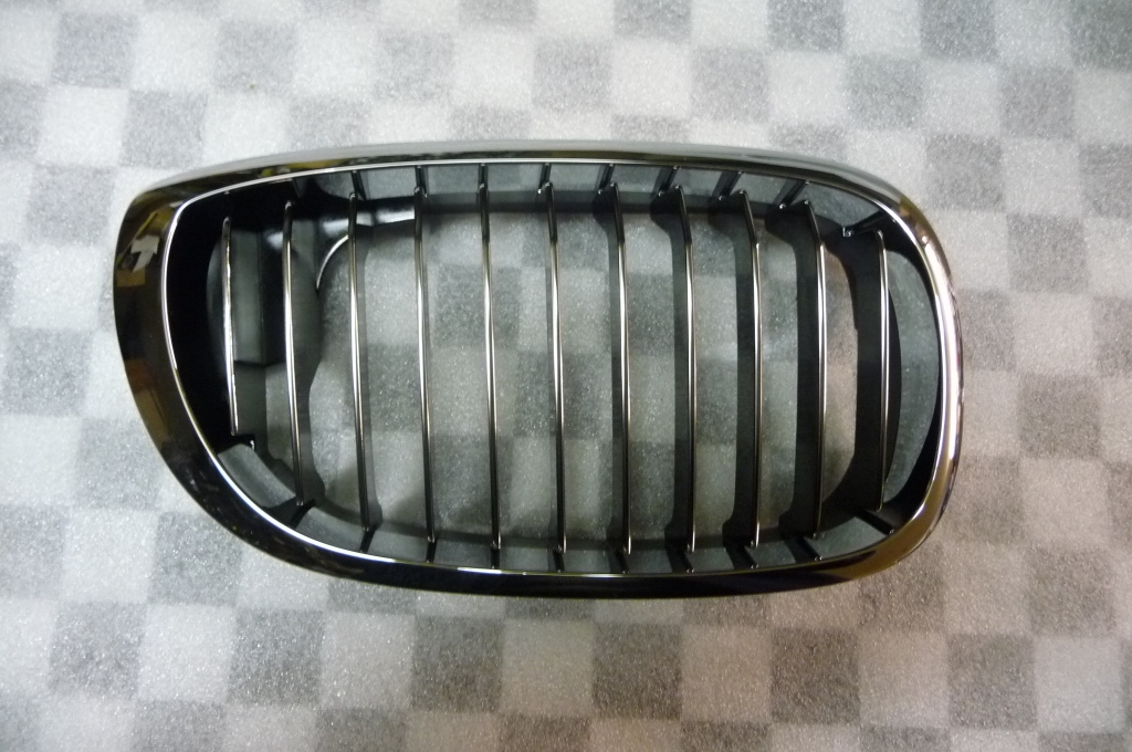 BMW 3 Series Coupe Convertible Front Right Grill Grille Kidney 51137064318 OEM